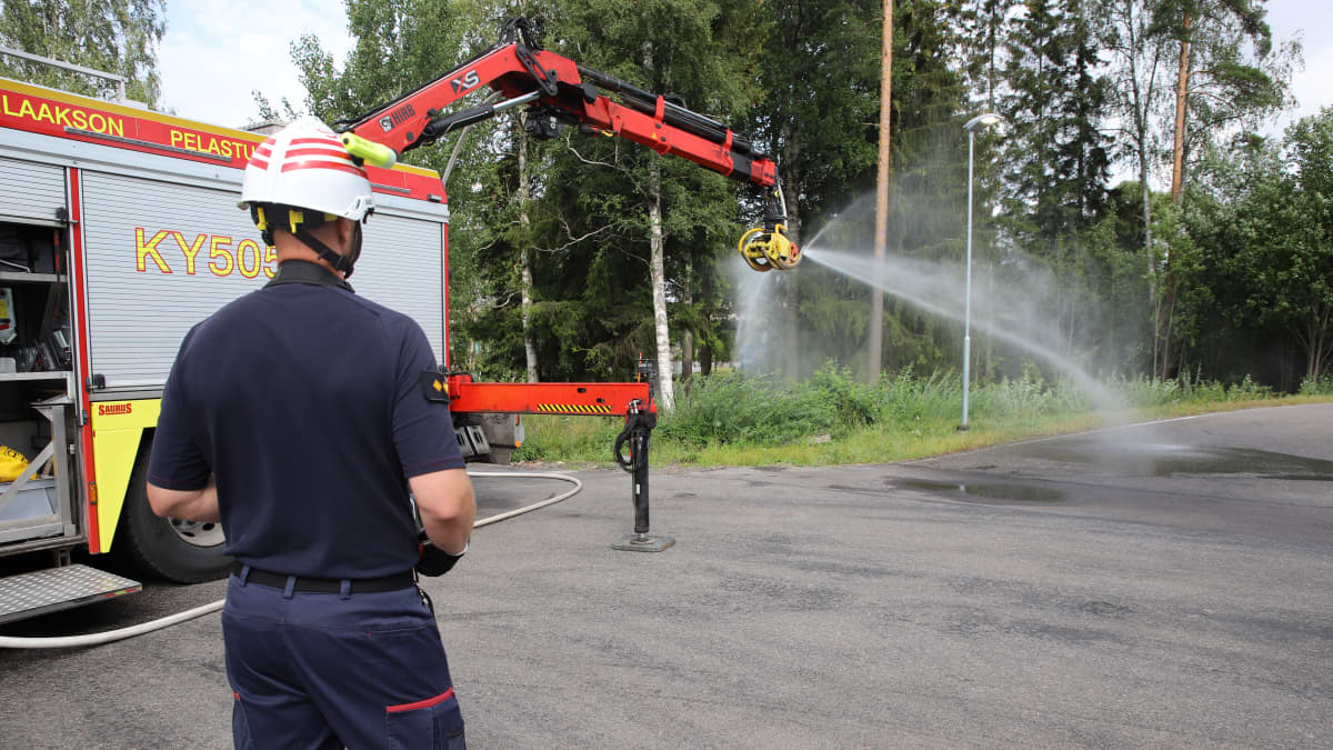 Palomestarin keksintö mullisti tulipalojen sammutuksen - katso millainen on SaRa -koura