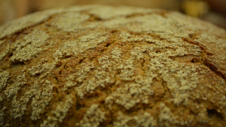 Ett grönaktigt bröd.