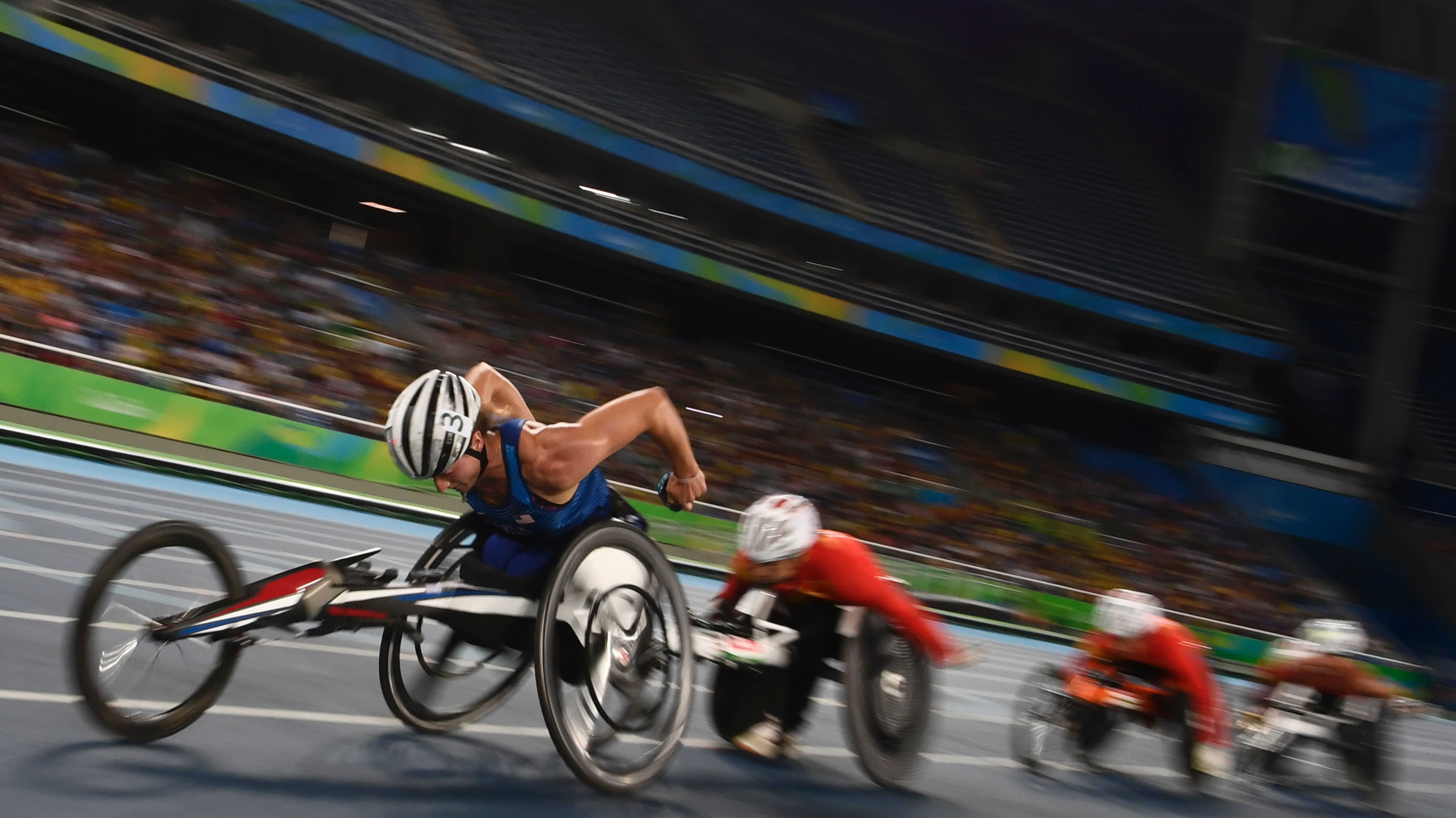 USA:n Tatyana McFadden (vasemmalla) Rion paralympialaisissa.