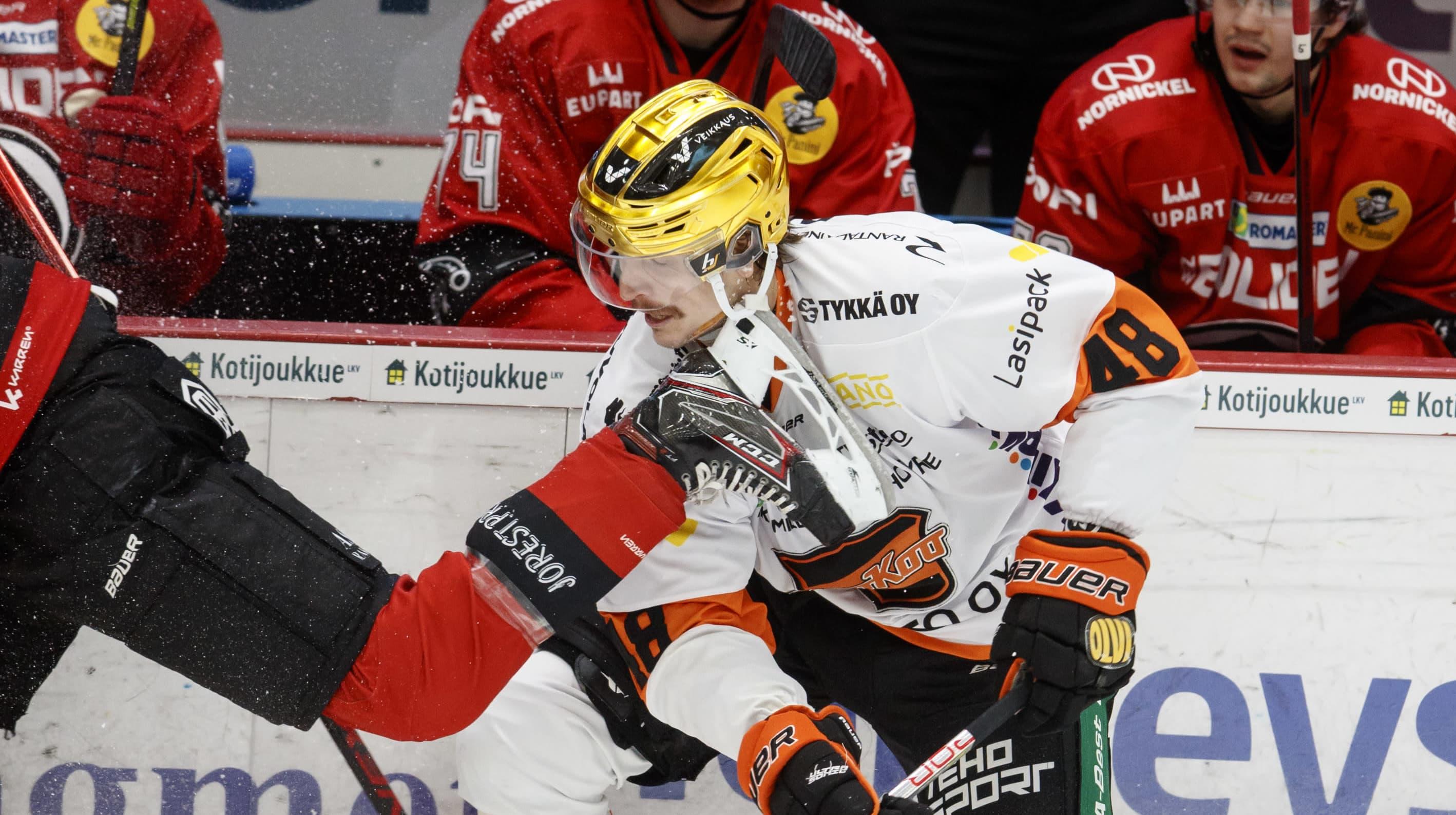Joose Antonen sai luistimen leukaansa Ässät-ottelussa.