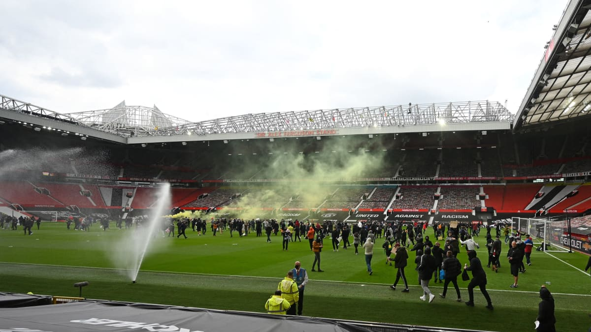 Raivostuneet ManU-kannattajat tunkeutuivat Old Traffordille