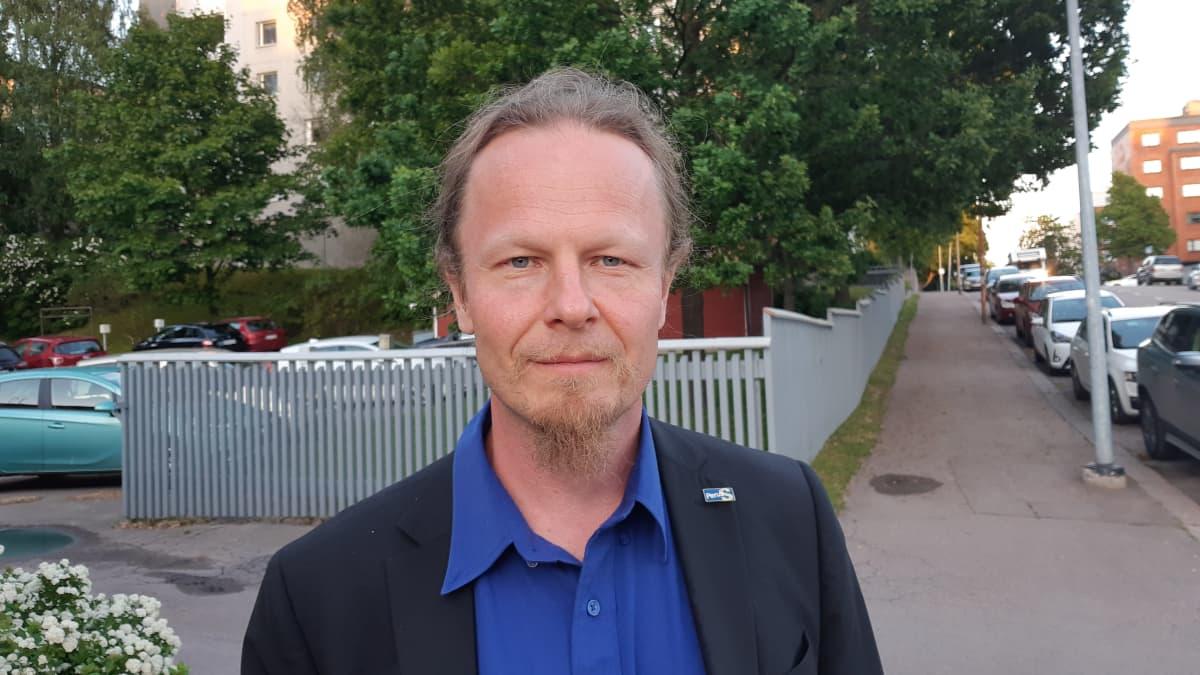 Juho Eerola (ps.) Perussuomalaisten vaalivalvojaisissa ravintola For Youssa Kotkassa.
