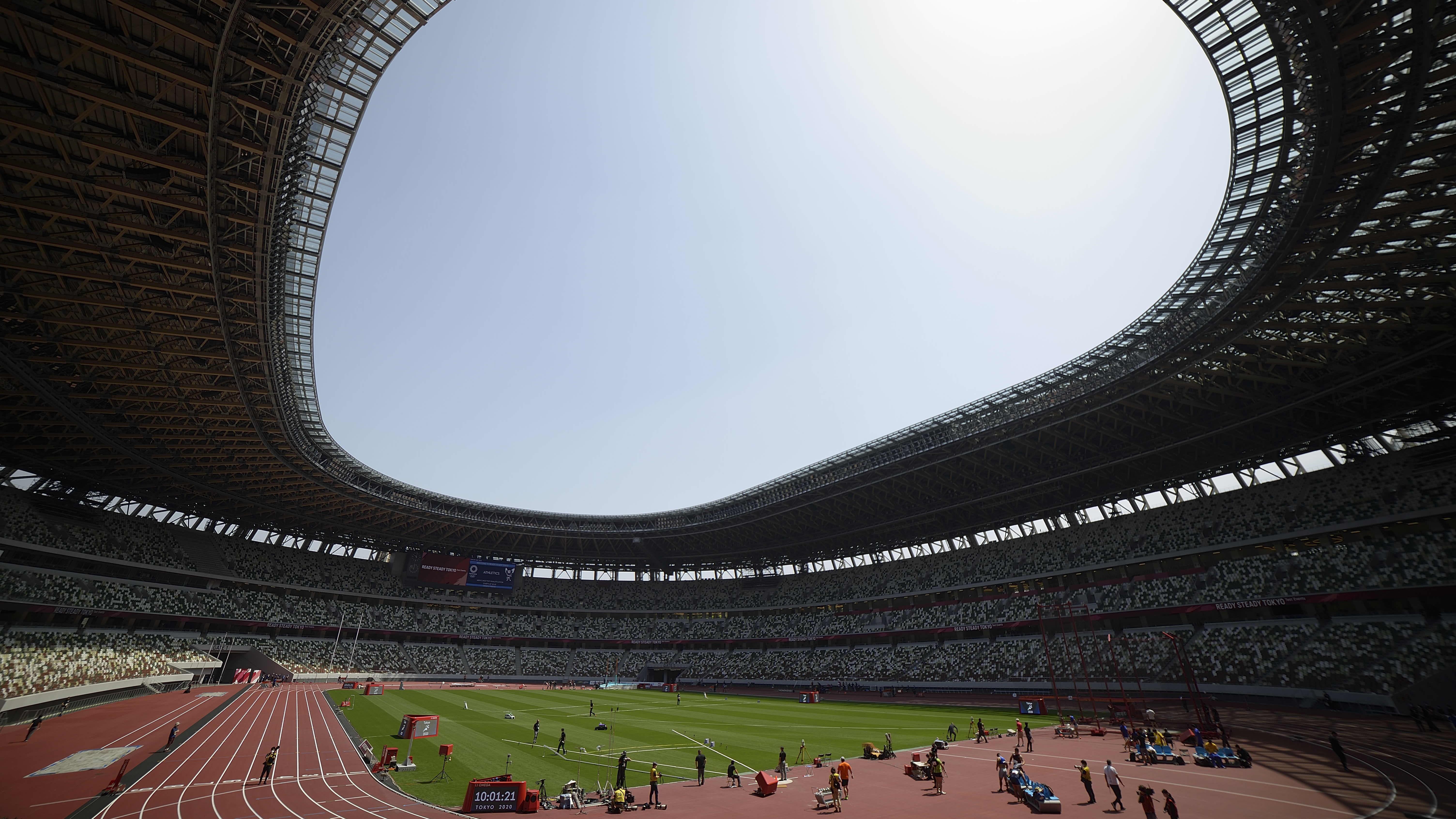 Tokion olympiastadion yleisurheilun testikisassa.