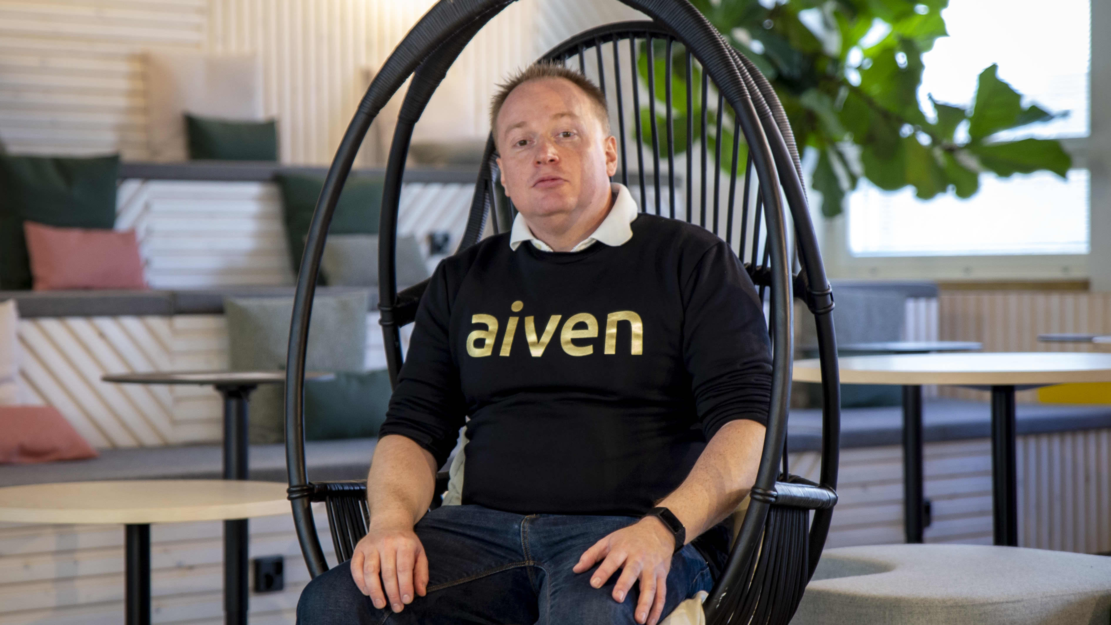 Ohjelmistoyhtiö Aivenen tuotejohtaja Hannu Valtonen Helsingin keskustassa sijaitsevassa konttorissa.