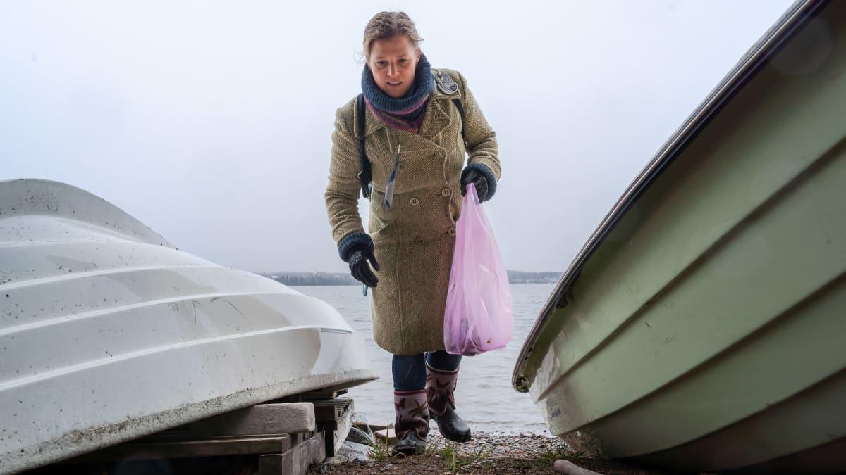 Freelance-näyttelijät keräsivät roskia Tampereella