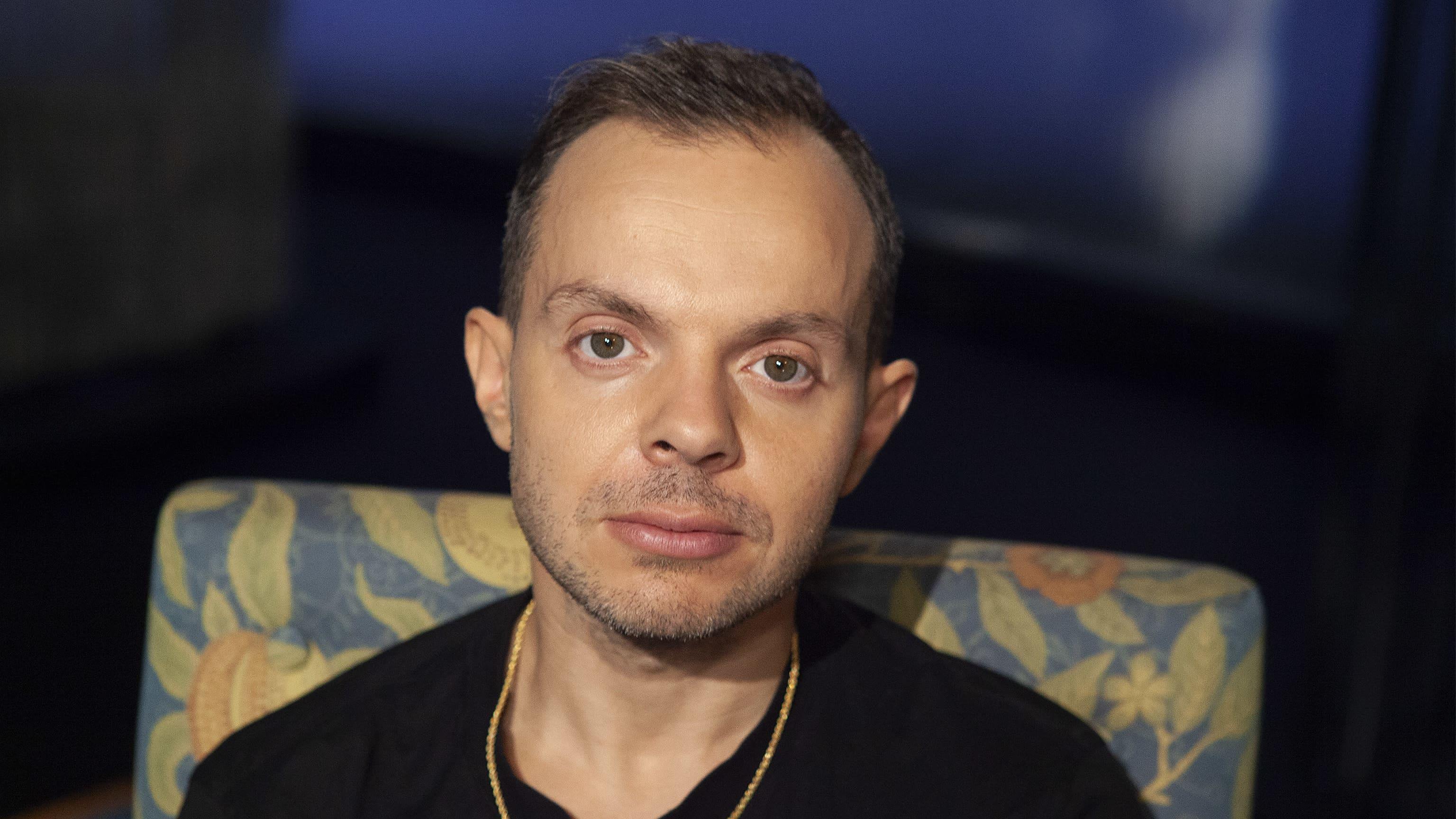 """Dan """"Uniikki"""" Tolppanen Ylen Mediapoliksen studiossa, Anne Flinkkilän haastattelussa kuvattuna."""