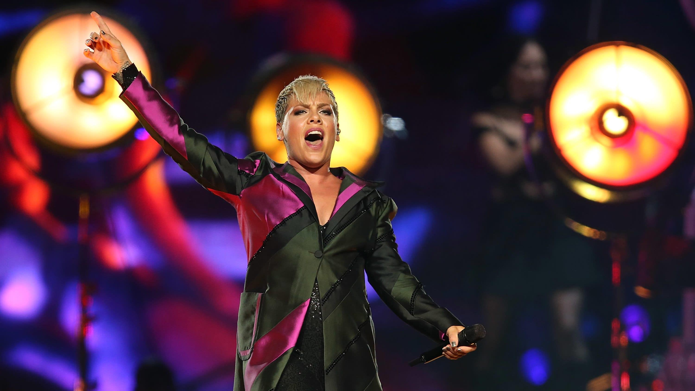 Poptähti Pink esiintymässä Australian Perthissä heinäkuussa 2018.