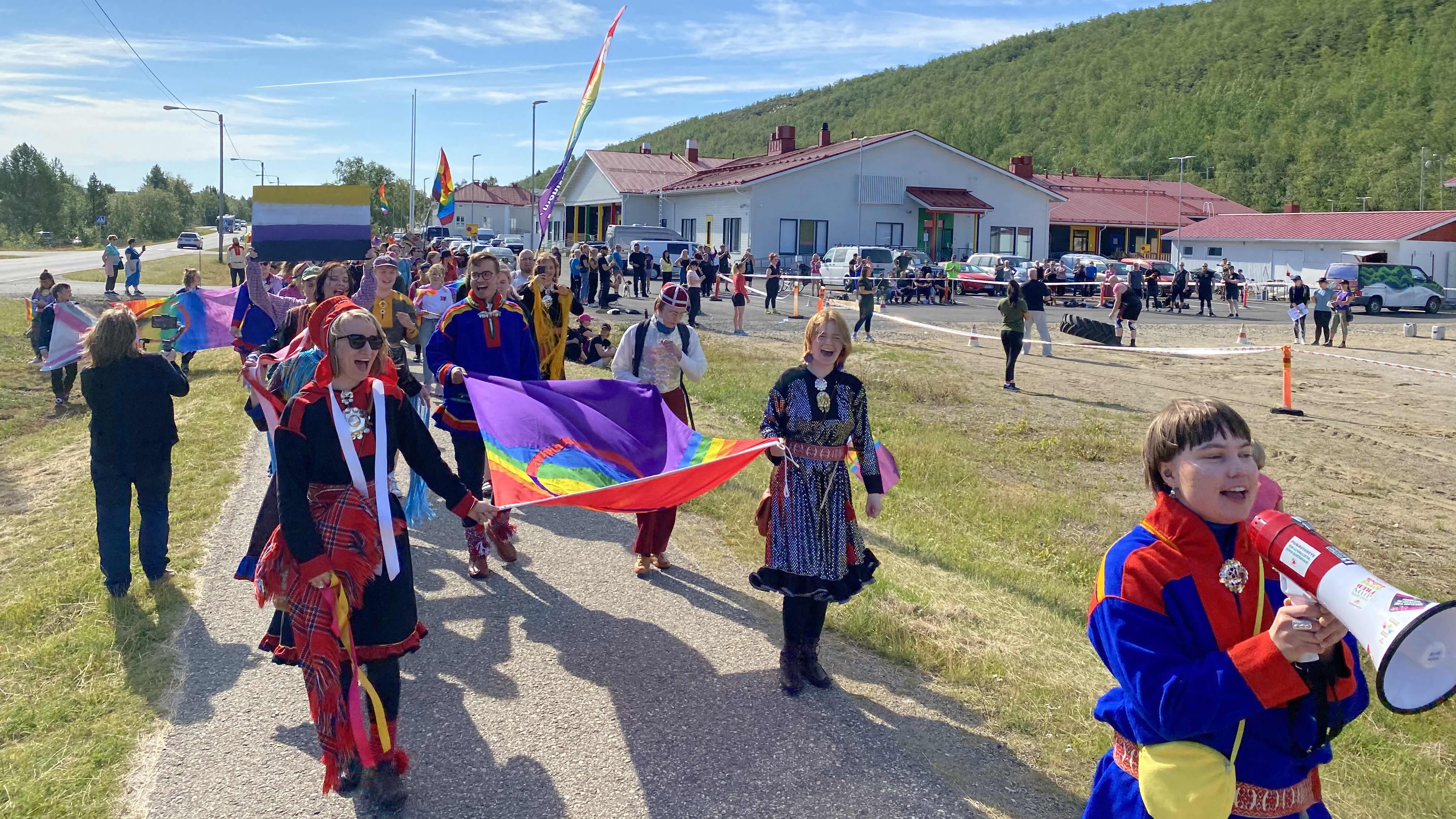 Sápmi Pride -kulkue Utsjoella 7.8.2021