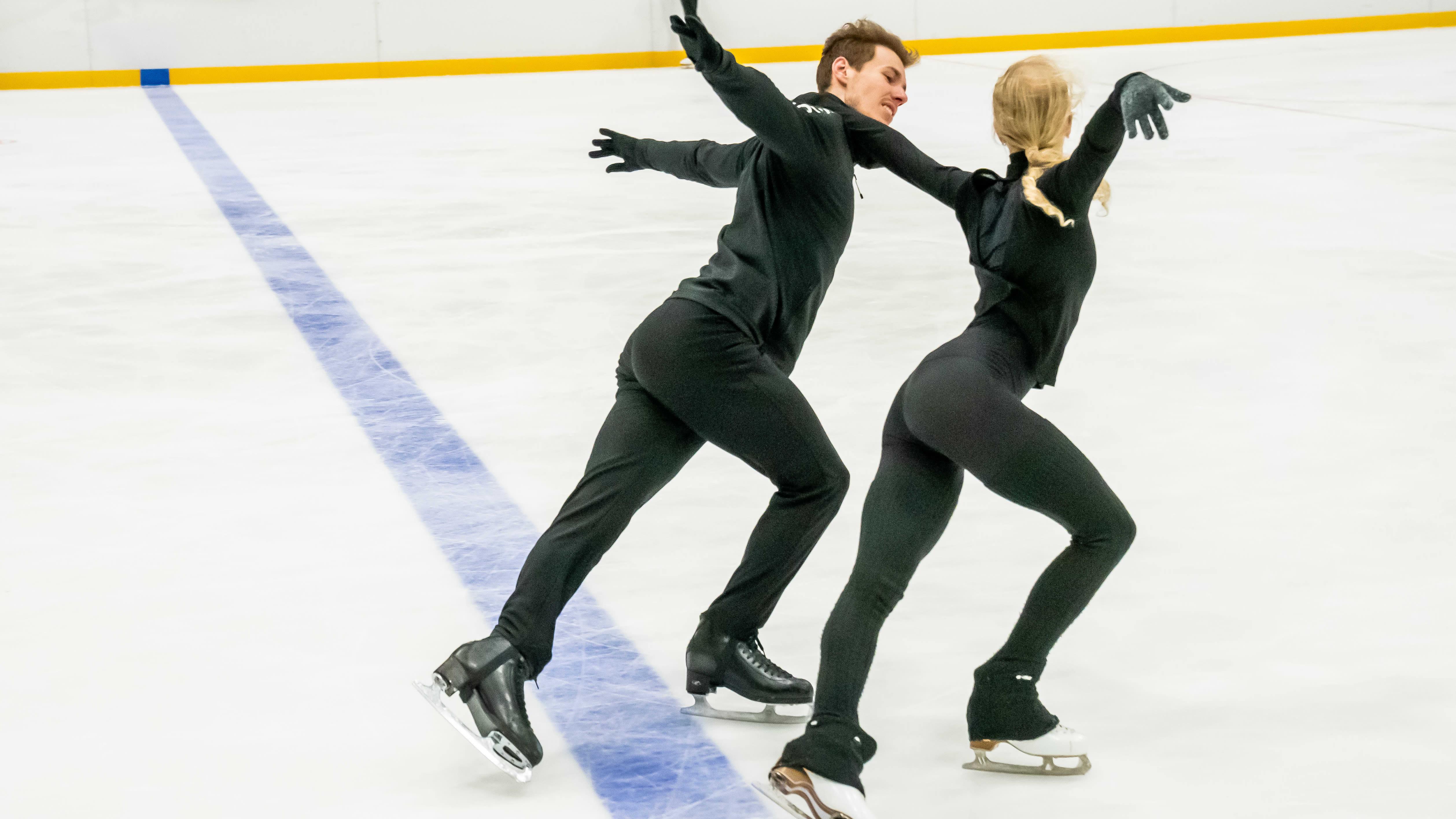 Matthias Versluis ja Juulia Turkkila harjoittelee Pirkkolan jäähallissa Helsingissä.