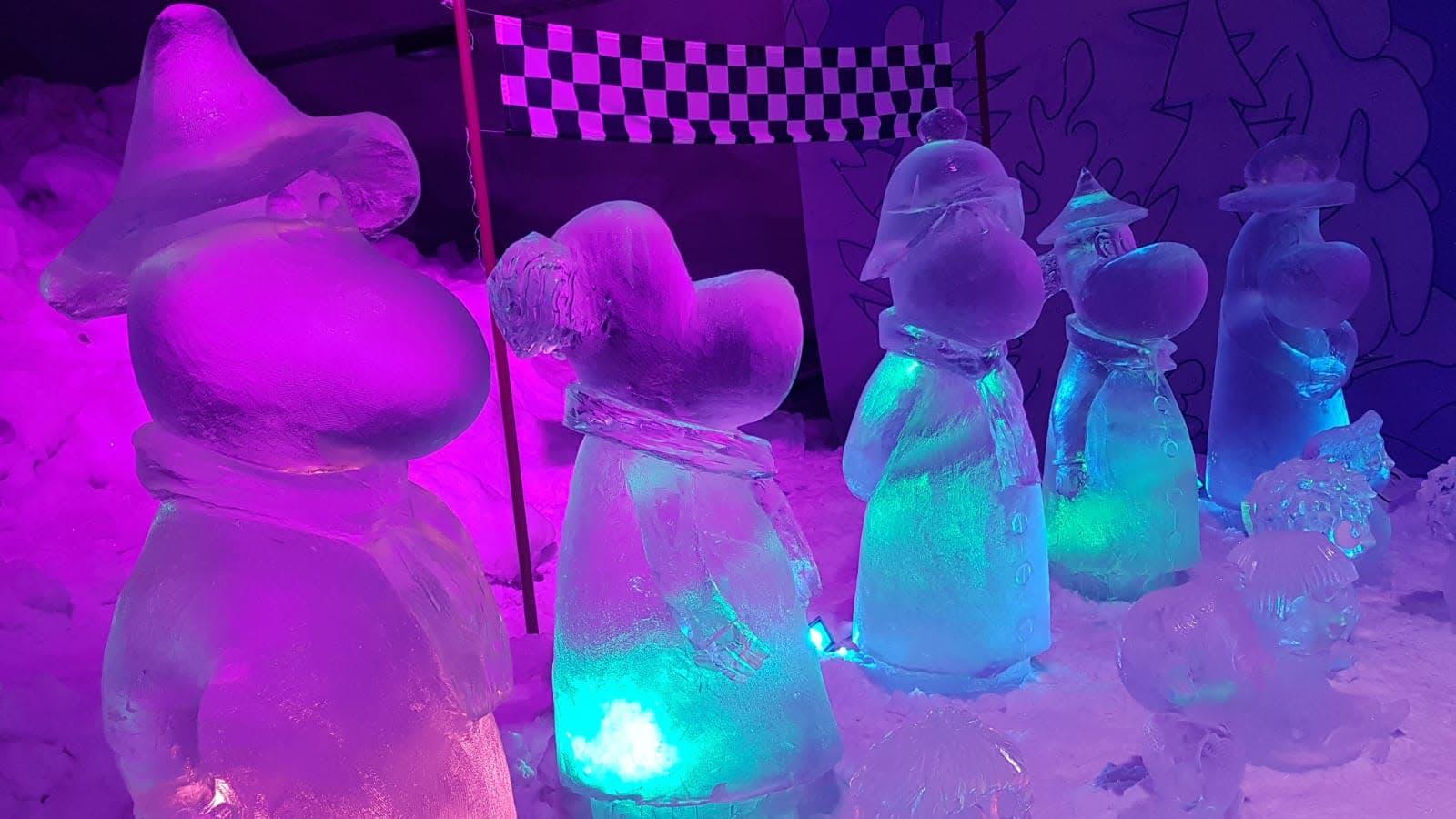 Muumi-jääveistoksia Leppävirran näyttelyssä