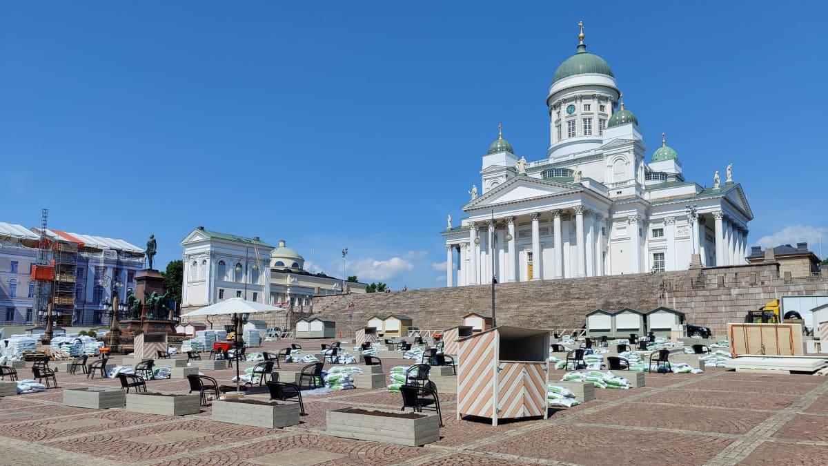 Helsingin Senaatintorin jättiterassi aukeaa
