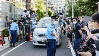 Tällä autolla Krystsina Tsimanouskaja vietiin raporttien mukaan lentokentälle Tokiossa.
