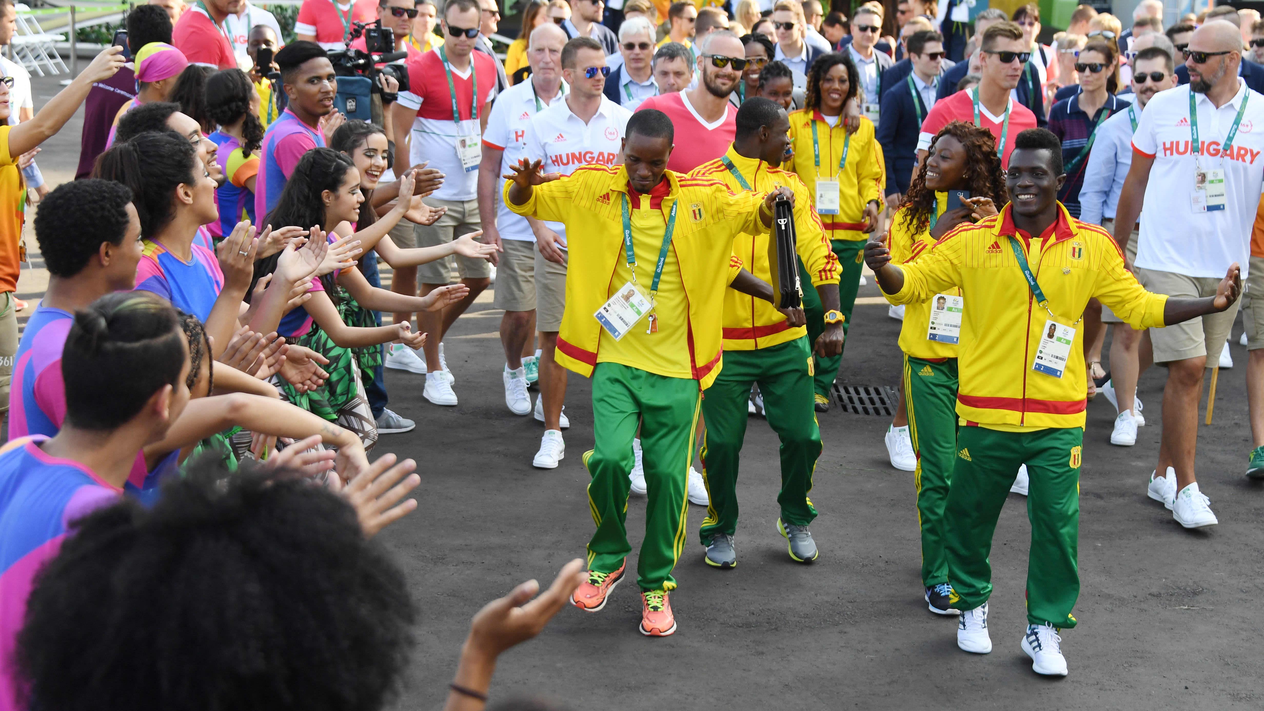 Guinealaisia urheilijoita Rion olympiakylässä.