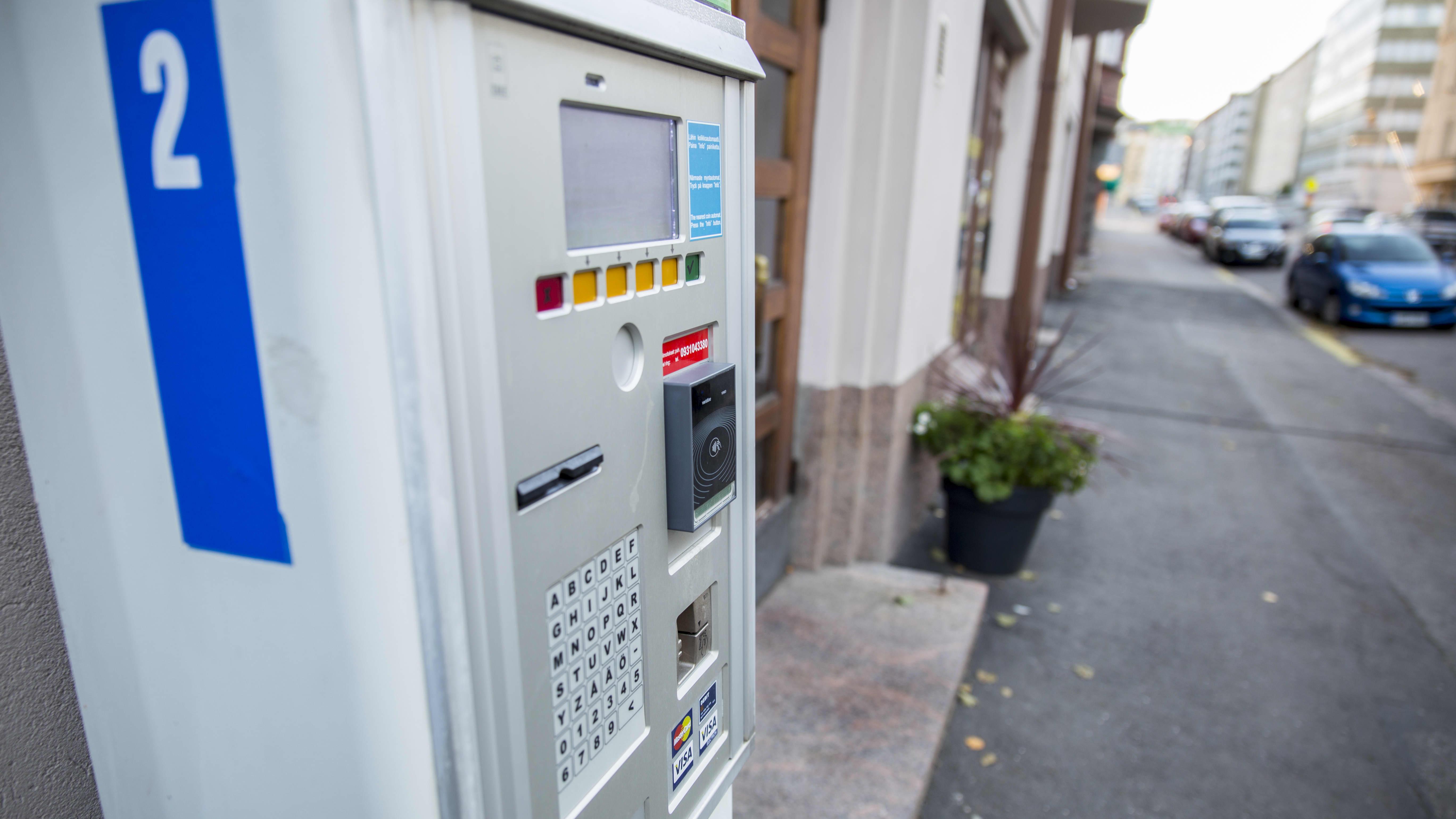 Parkkimittari , josta voi ostaa HKL-matkalippuja.