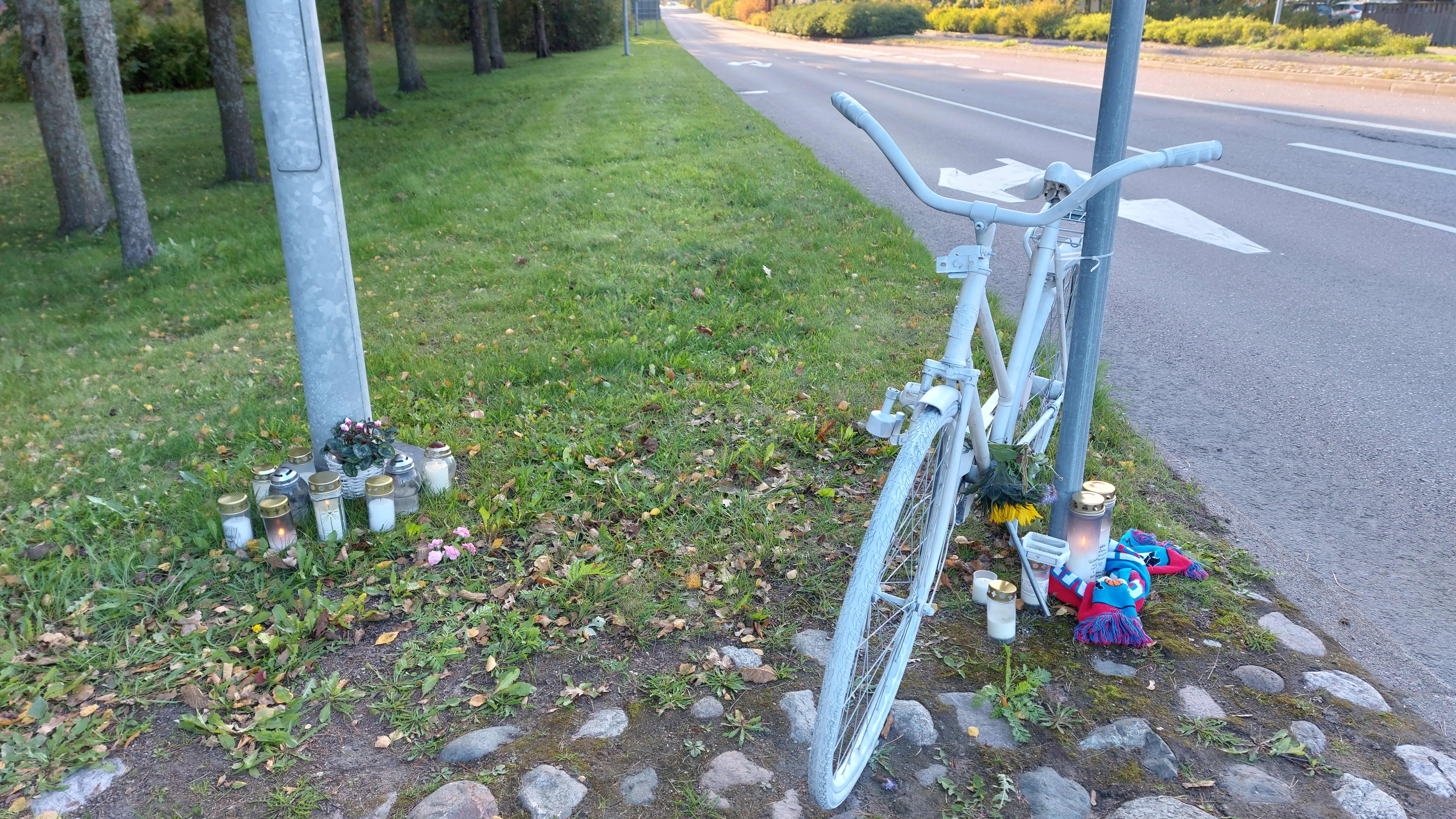 Karhulassa sattui kuolemaan johtanut onnettomuus lauantaina. Kuva onnettomuuspaikalta.