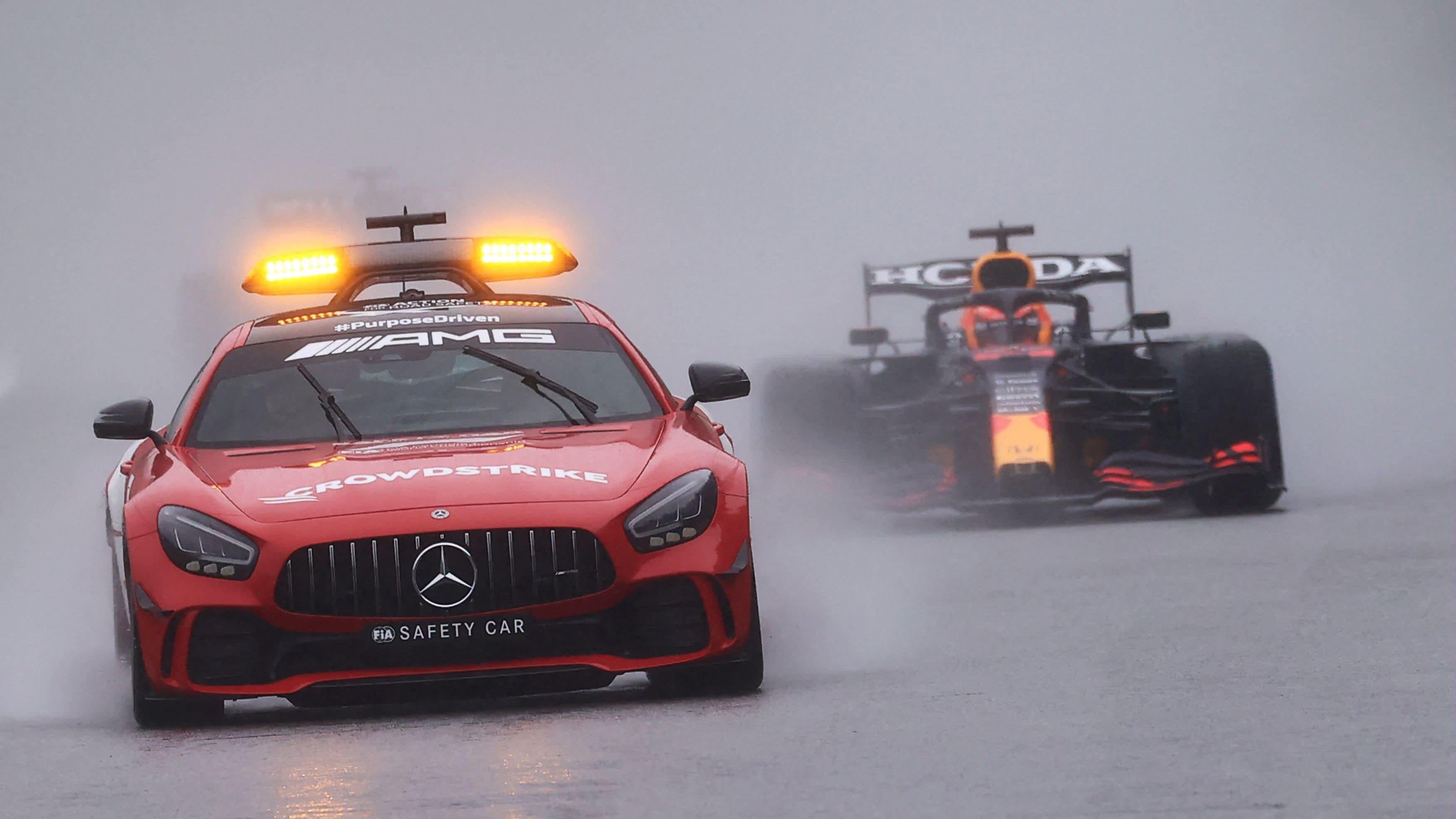 Max Verstappen Belgian vesisateessa.