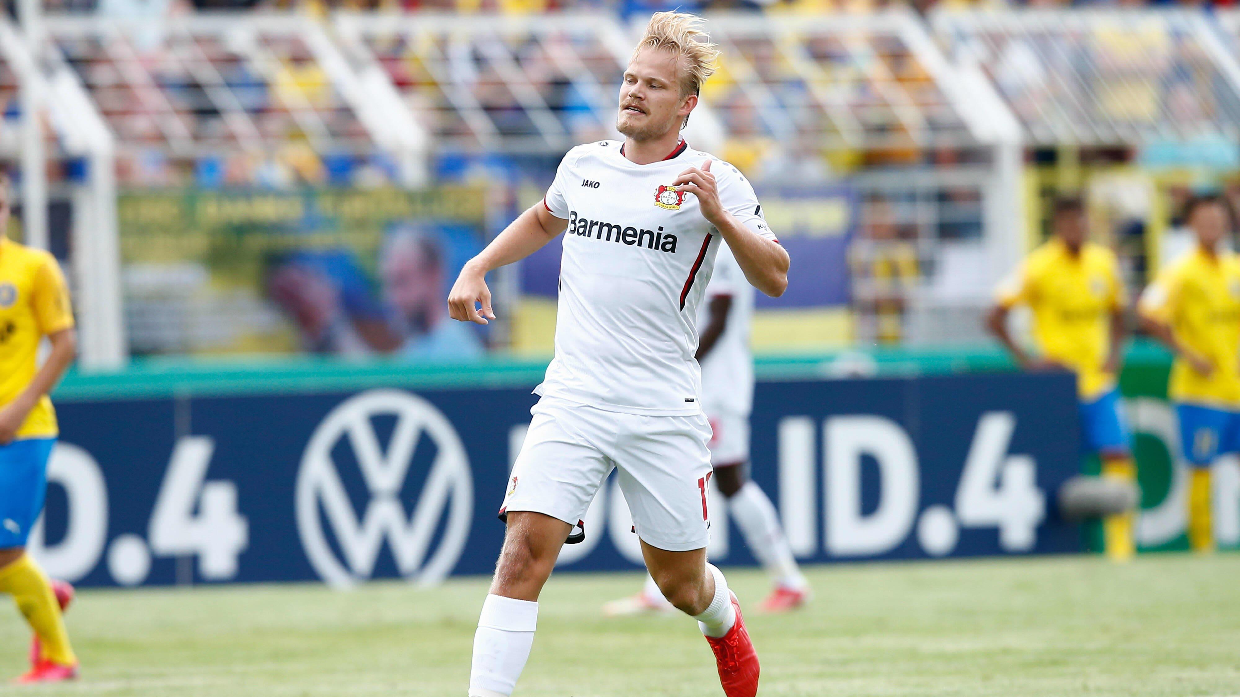 Joel Pohjanpalo Leverkusenin pelipaidassa.