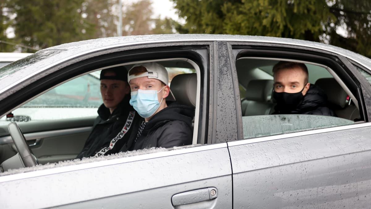 Nuoret suhtautuvat ristiriitaisesti vireillä olevaan ajokorttilain uudistukseen