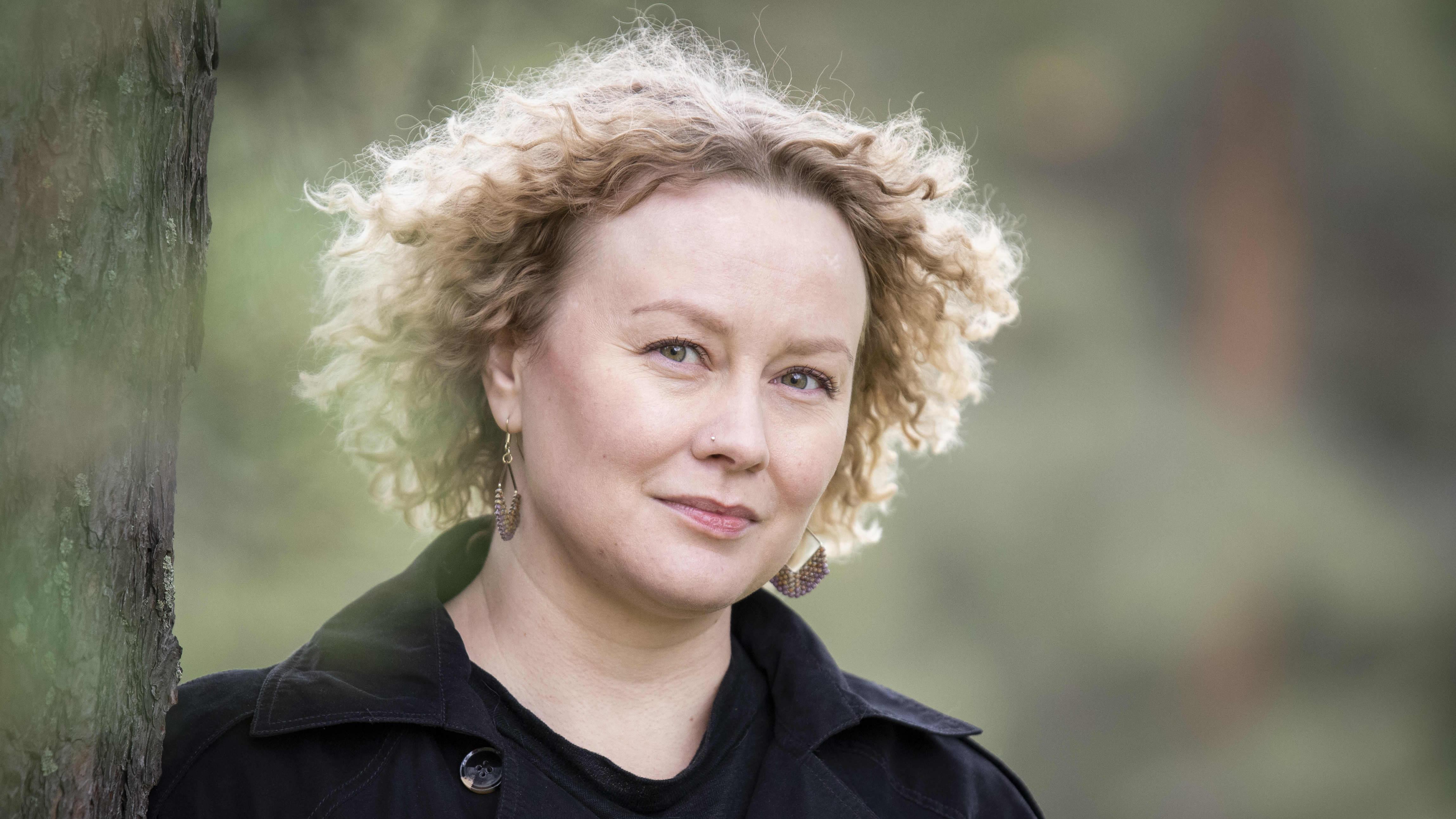 Katja Suvanto lähikuvassa.
