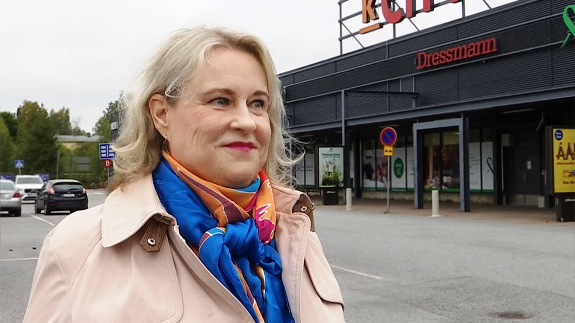 myyjä Anne Nyman Nokian Citymarketin pihalla
