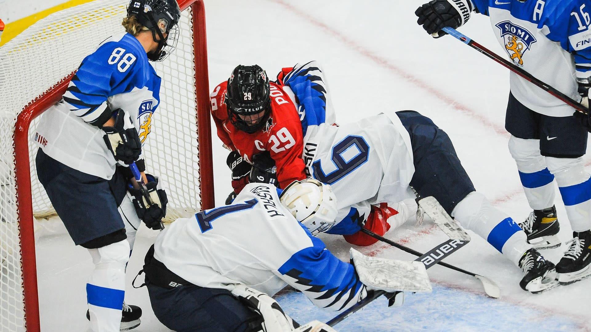 Suomi hävisi jääkiekon naisten MM-kisojen avausottelunsa Kanadalle maalein 3-5 Calgaryssä 20.8.2021.