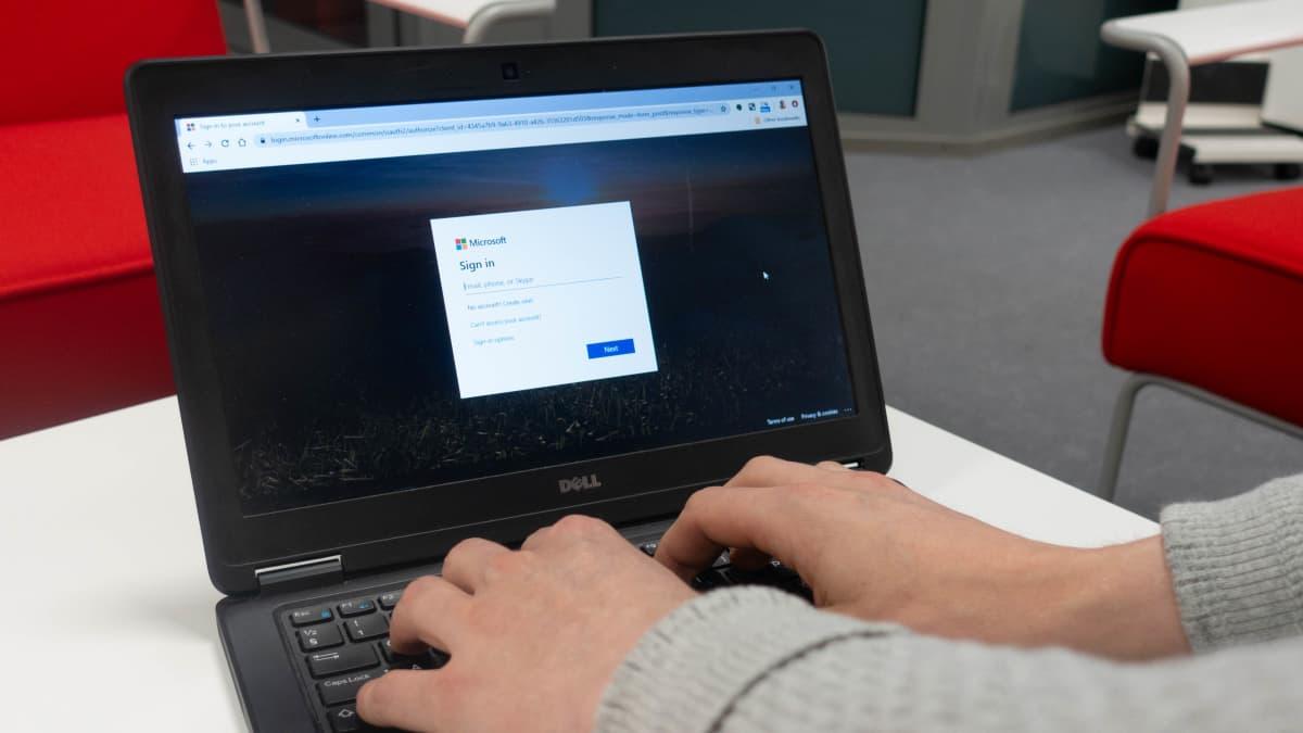 Användare som loggar in på molntjänsten Office 365.