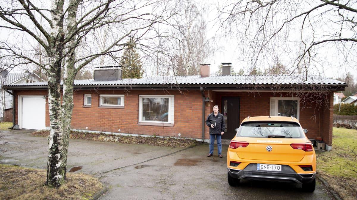 Omakotitalo Espoossa. Kiinteistövälittäjä Tomi Laitinen Huoneistokeskuksesta.