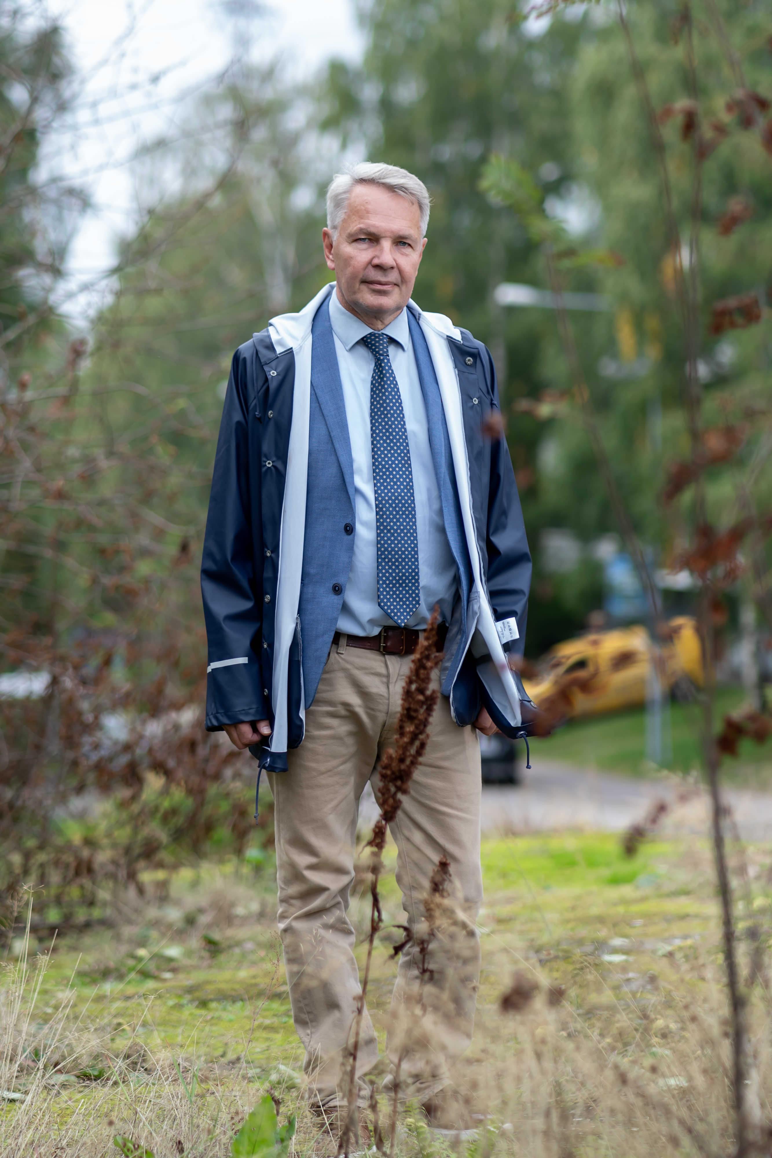 Poliitikko, Vihreän liiton kansanedustaja ja Suomen ulkoministeri Pekka Haavisto kuvattuna kotimaisemissaan Kulosaaressa, Helsinki, 28.8.2021.