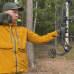 Jarkko Issukka harjoittelee jousimetsästystä