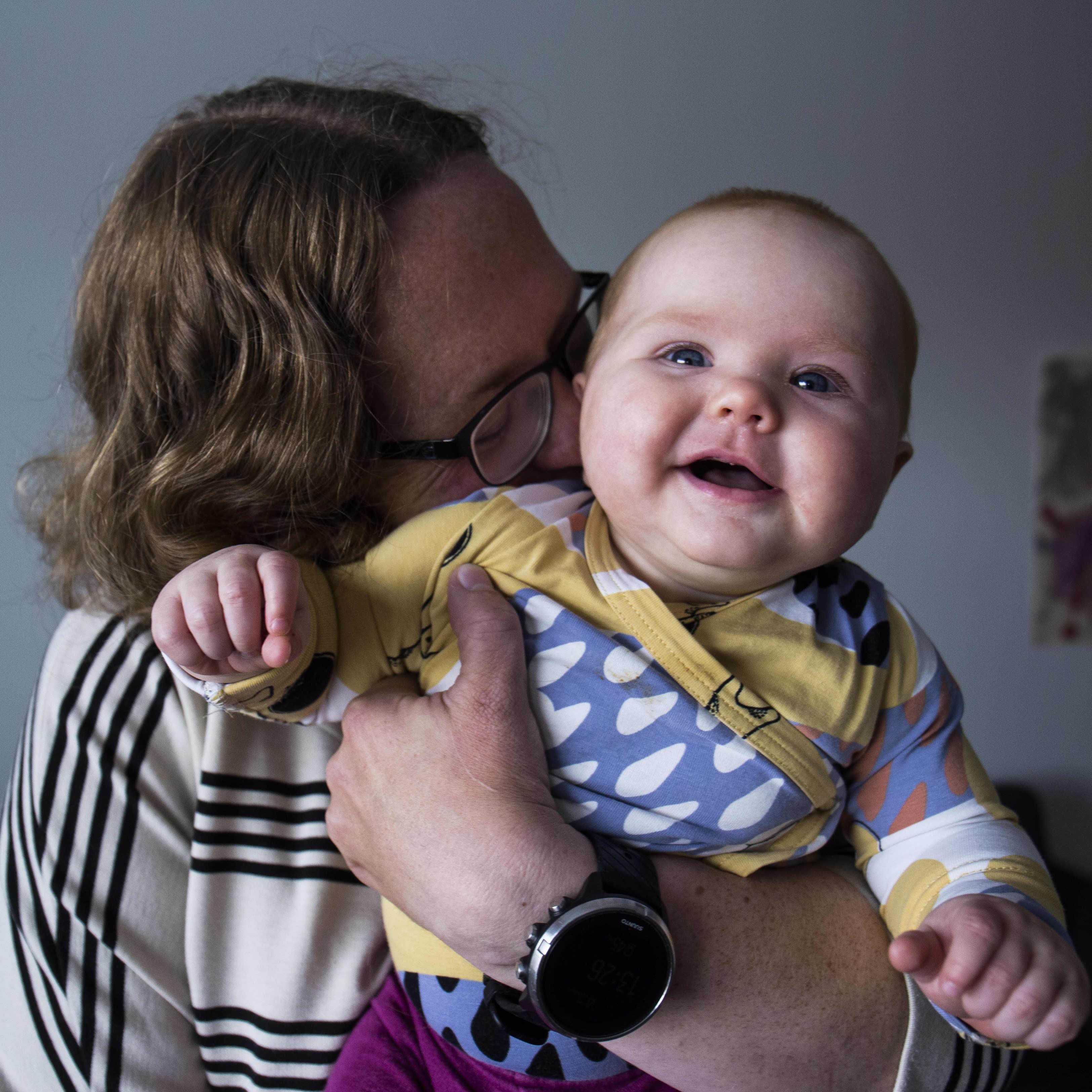 Kaisa Korhonen ja tytär Elsa Ahola.