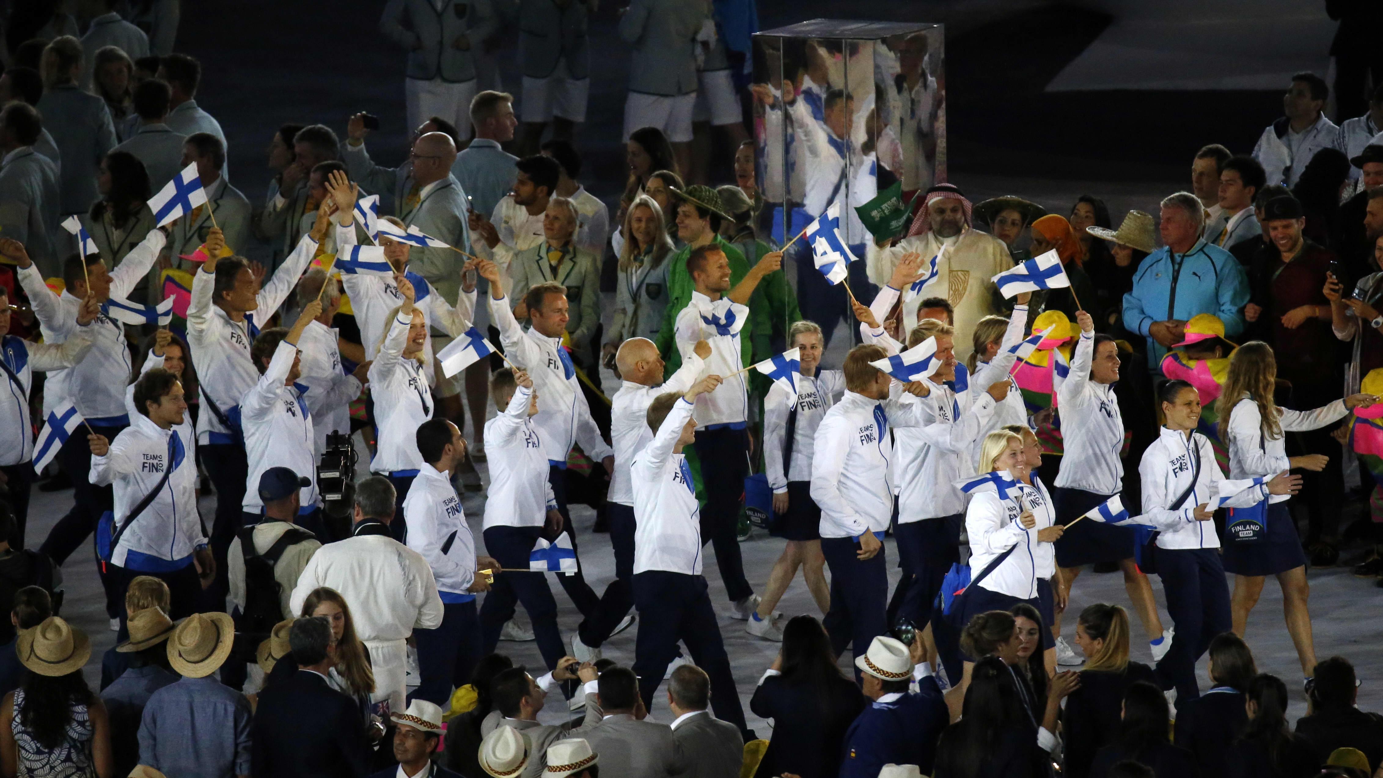 Suomen olympiajoukkueen urheilijoita Rion avajaisseremoniassa.