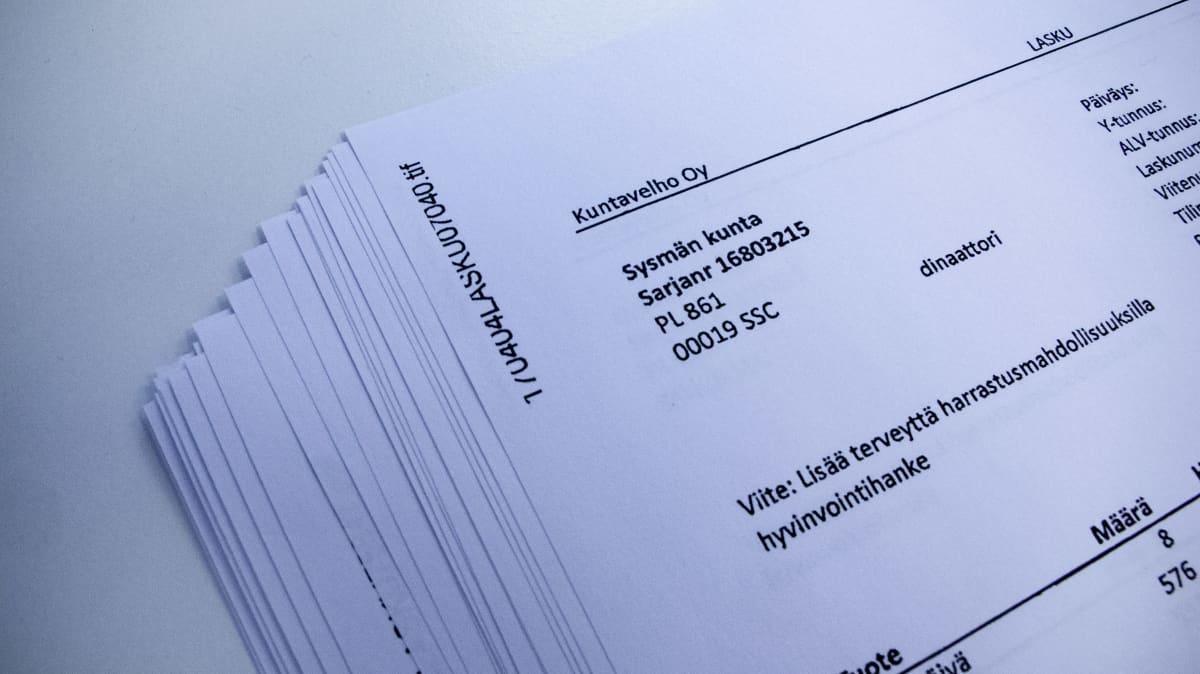 Kuvassa konsultin lähettämiä laskuja Sysmän kunnalle vuosina 2017 – 2020.