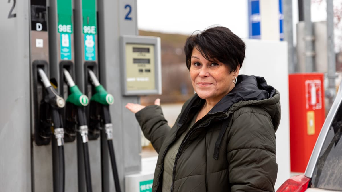 Norjalainen Connie Aaström tuli tankkaamaan Suomen puolelle Nuorgamiin