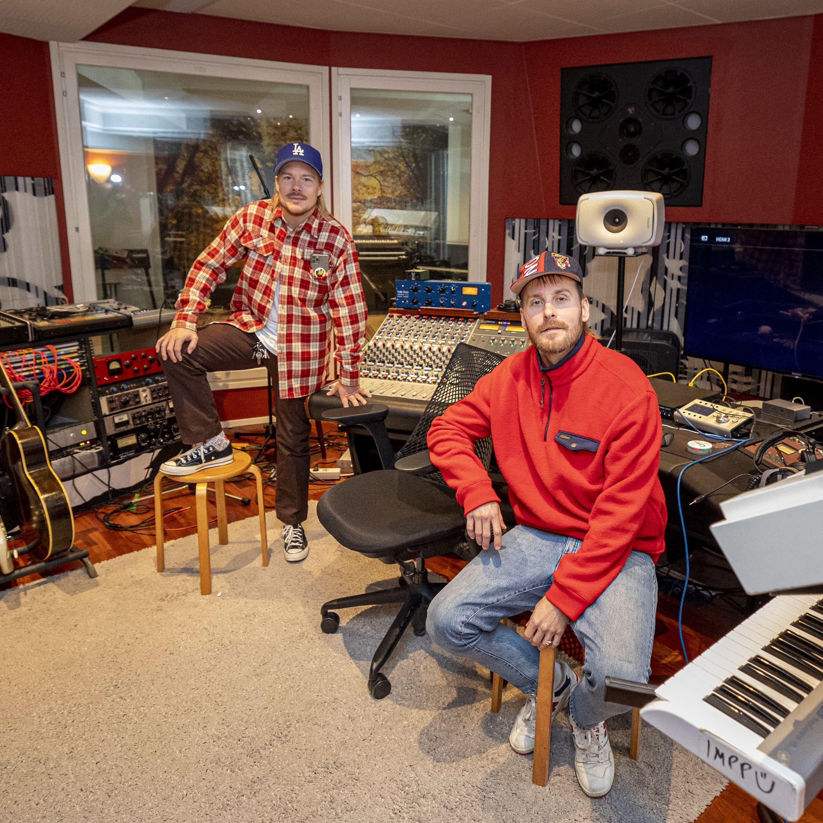 Rap duo JVG Helsingin Punavuoressa olevalla Fried-studiolla.
