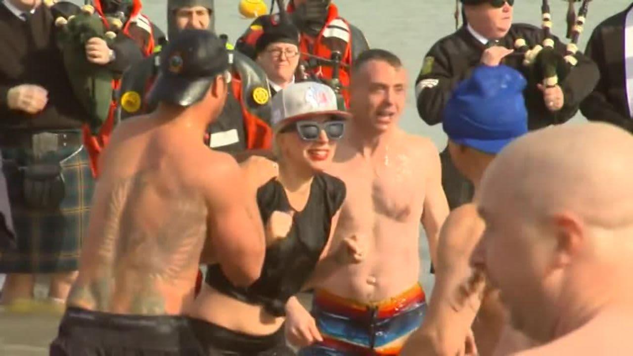 Uutisvideot: Lady Gaga pulahti hyiseen Michigan-järveen