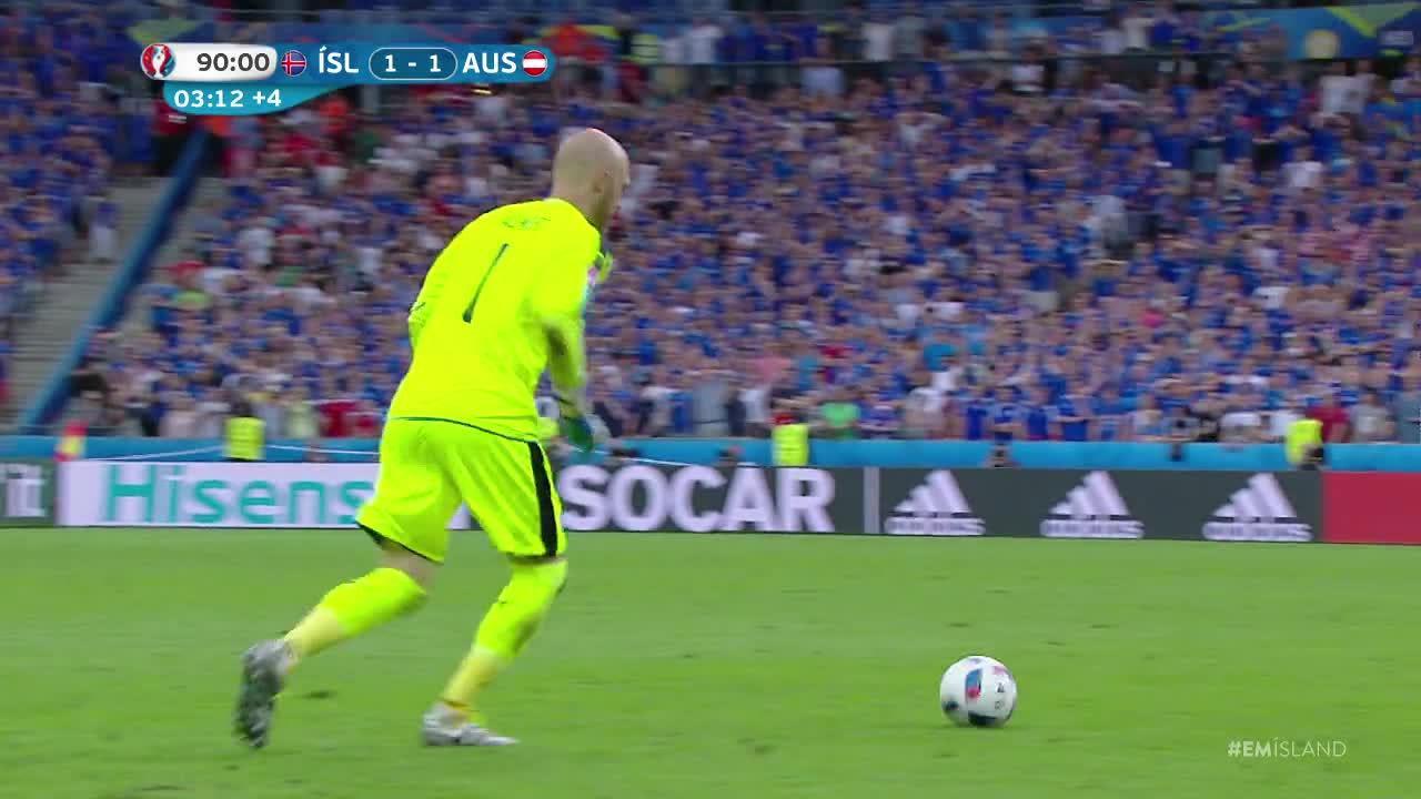 Jalkapallon EURO 2016: Näin islantilaisselostaja sekosi historiallisesta jatkopaikasta