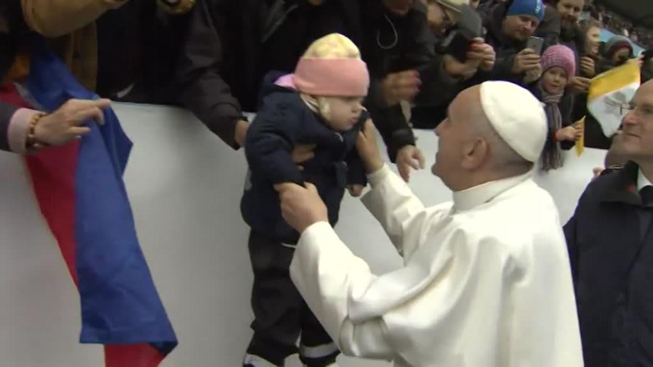 Uutisvideot: Paavi tervehti katolilaisia Malmön stadionilla