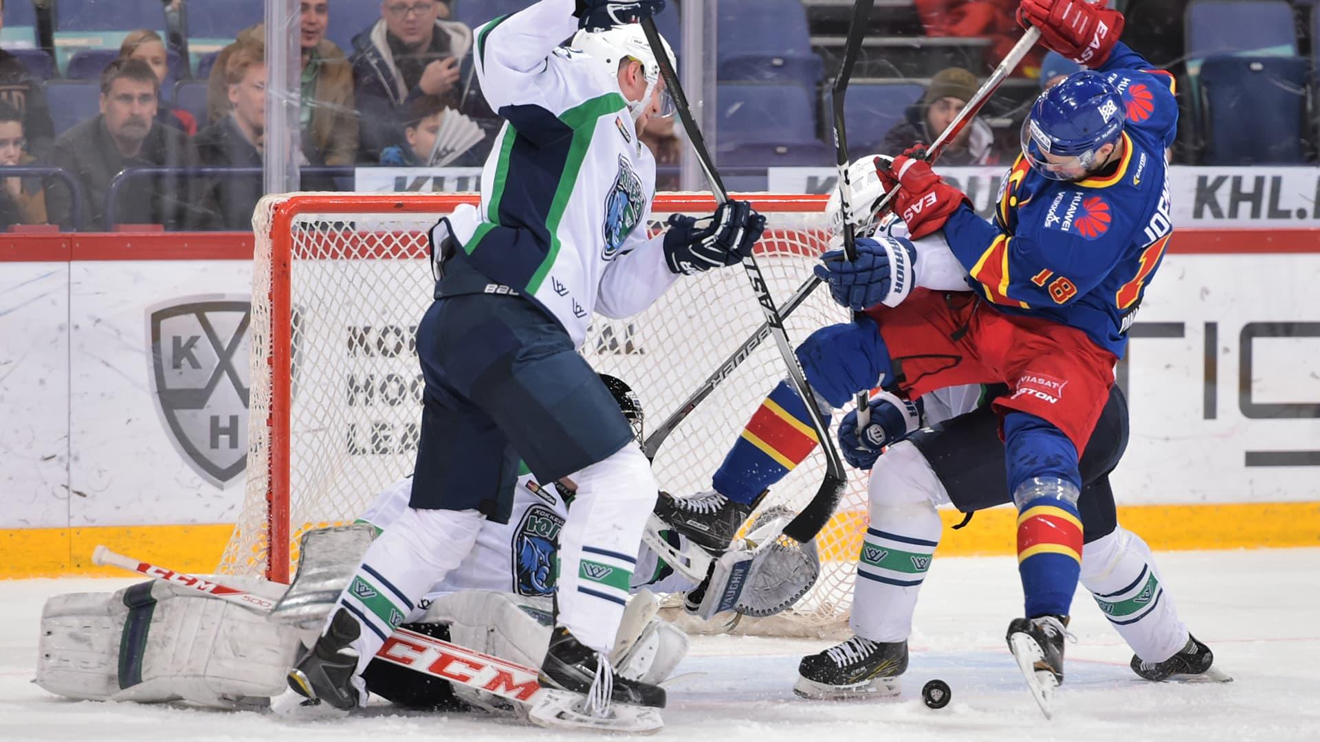 KHL: Jesse Joensuu taklasi Jugra-pelaajan vaihtoaitioon asti