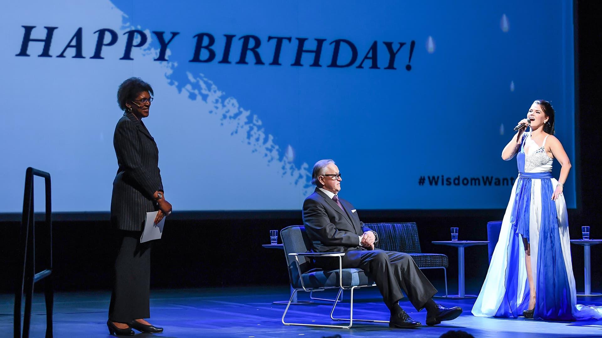 Uutisvideot: Saara Aalto tulkitsi syntymäpäivälaulun 80 vuotta täyttävälle presidentti Ahtisaarelle