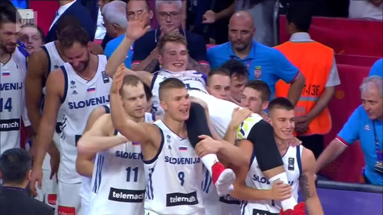 Koripallon EM: Slovenia juhli kultamitaleita ja mestaruuspokaalia Istanbulissa