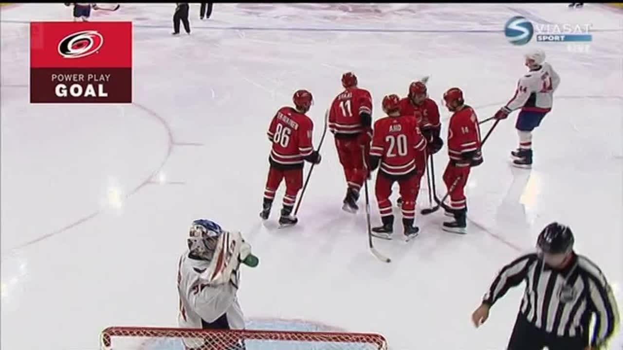 NHL: Aho edelleen tulikuuma, Carolinalle kirvelevä tappio