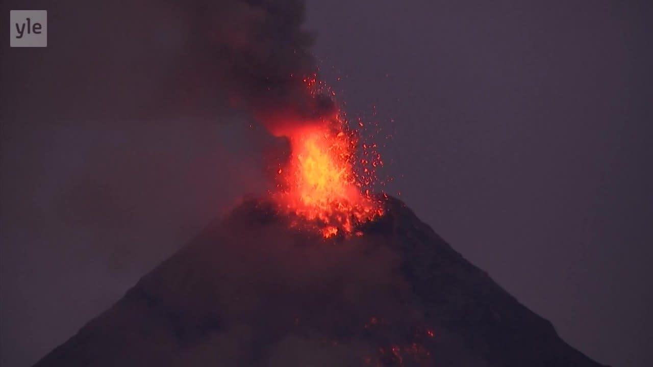Uutisvideot: Mayon-tulivuori purkautuu Filippiineillä