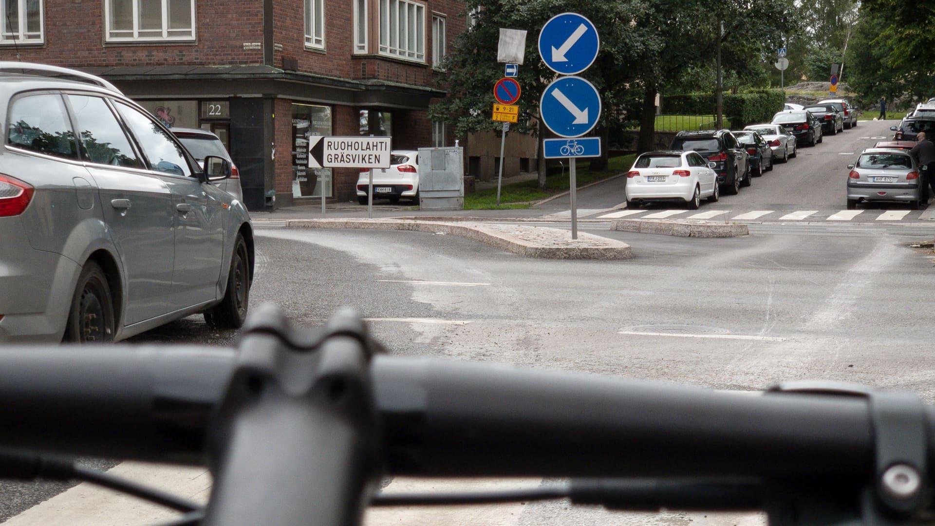 Helsingin kantakaupunki on pyöräilijän painajainen