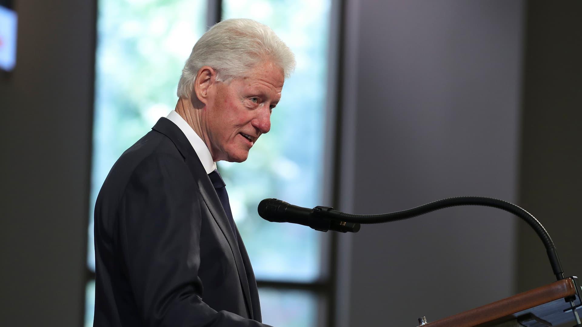 Bill Clinton puhuu demokraattien puoluekokouksessa