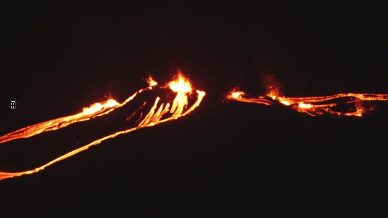 Purkautuvaa laavaa lähellä Fagradalsfjall-vuorta Islannissa