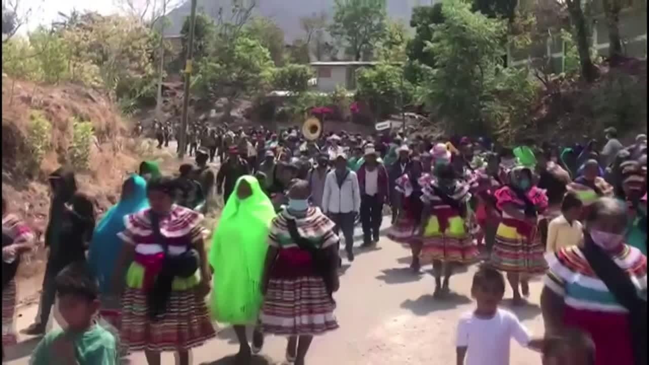 Meksikolaiset lapset marssivat väkivaltaa vastaan