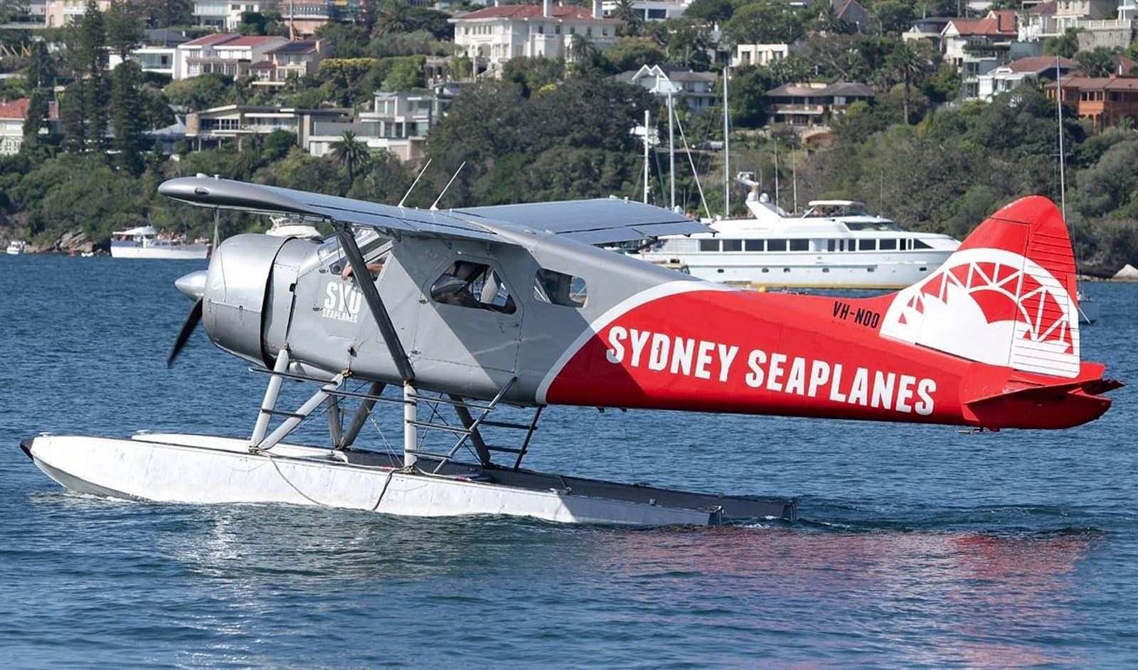 Sydney Seaplanes -yhtiön julkistama kuva jokeen syöksyneestä vesilentokoneesta.