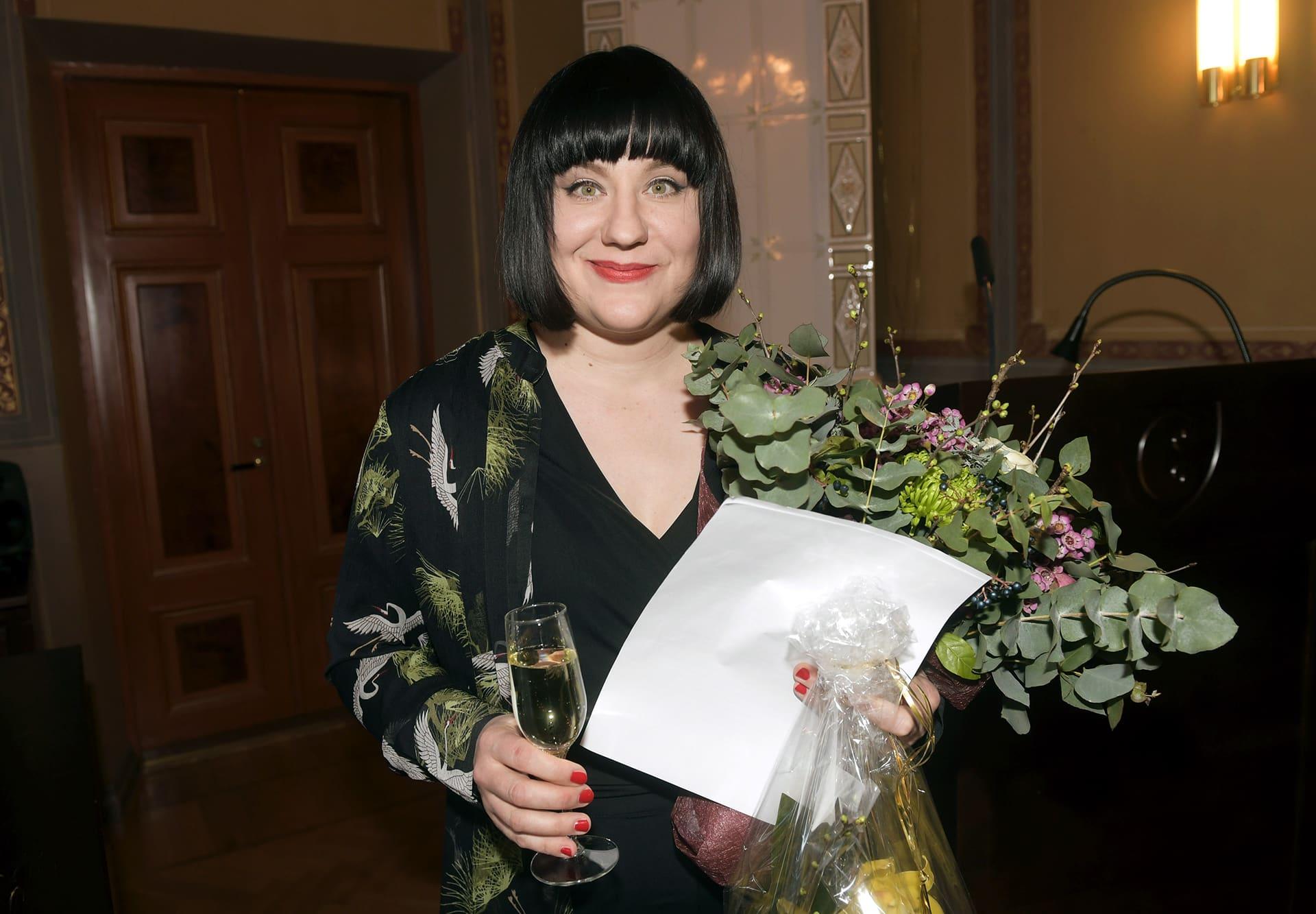 Kirjailija Marjo Niemi vastaanotti Runeberg-kirjallisuuspalkinnon romaanistaan Kaikkien menetysten äiti Porvoossa 5. helmikuuta