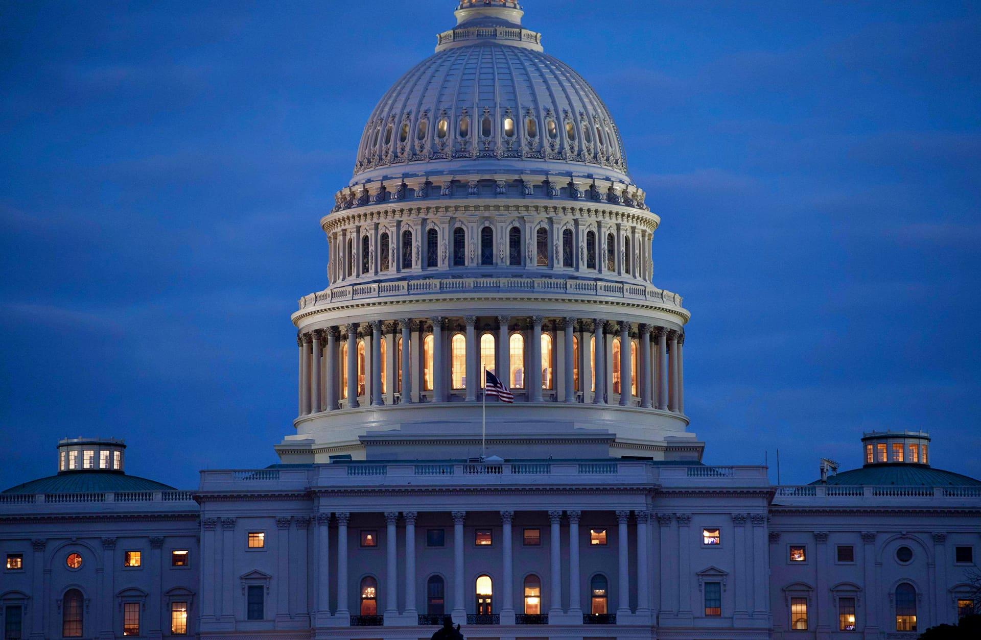 Yhdysvaltain kongressirakennus aamuhämärässä 6. helmikuuta.