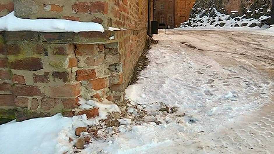 Hämeen linnan vaurioitunut kulma